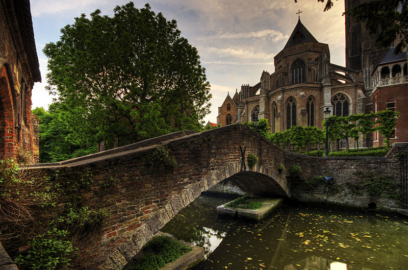 Bridge to The Church of Our Lady brugge